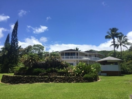 , Hawaii Life Rentals Presents Spacious Luxury and Privacy on 7 Acres!