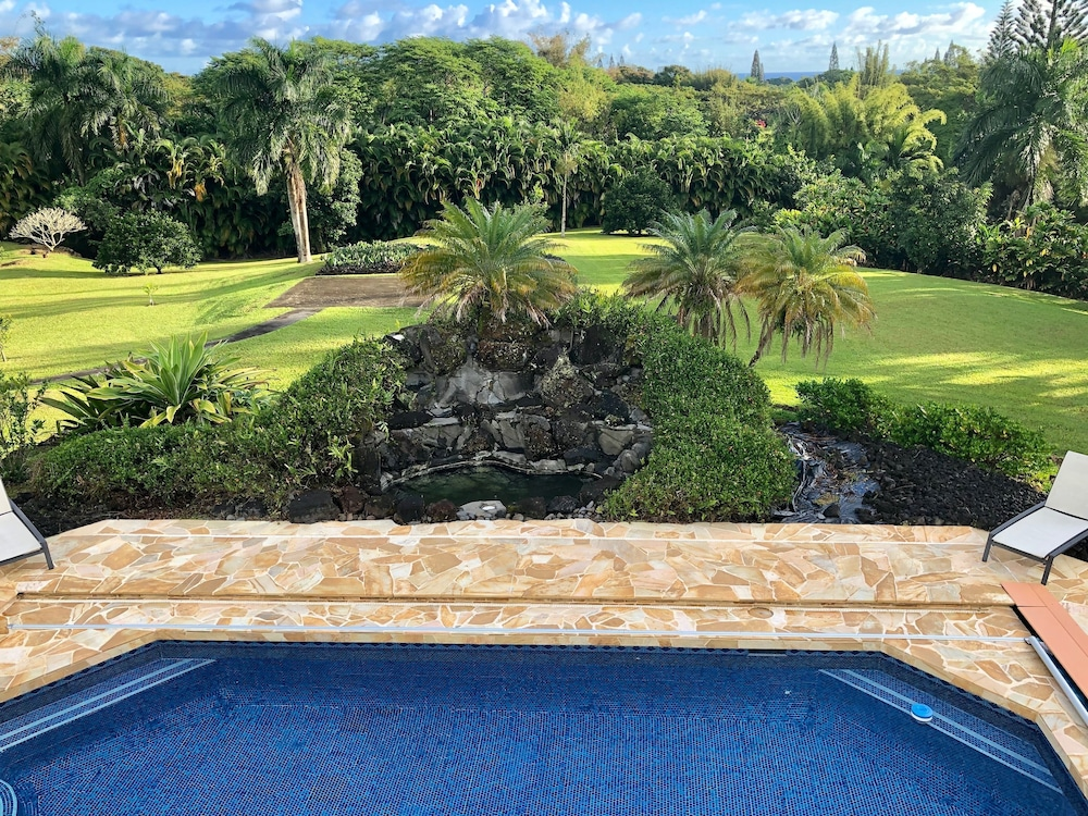 Pool, Hawaii Life Rentals Presents Spacious Luxury and Privacy on 7 Acres!