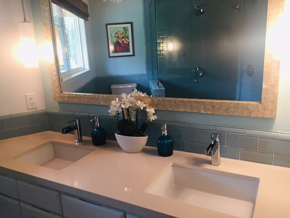 Bathroom, Hawaii Life Rentals Presents Spacious Luxury and Privacy on 7 Acres!
