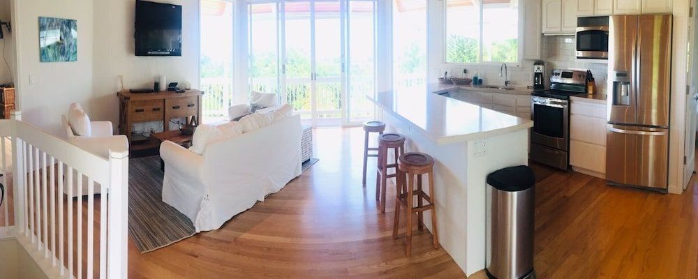 Private Kitchen, Hawaii Life Rentals Presents Spacious Luxury and Privacy on 7 Acres!
