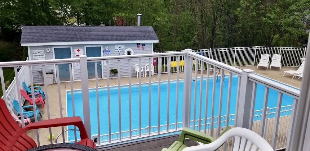 New Buffalo Home Away From 3 Br Condo W Pool Close