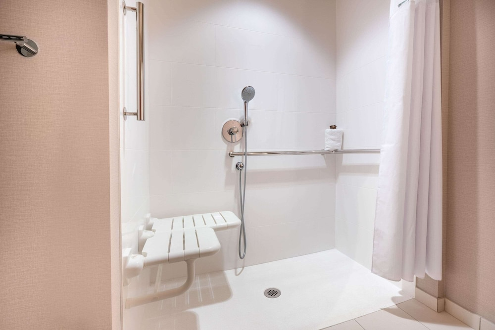 Bathroom Shower, Wingate by Wyndham San Jose