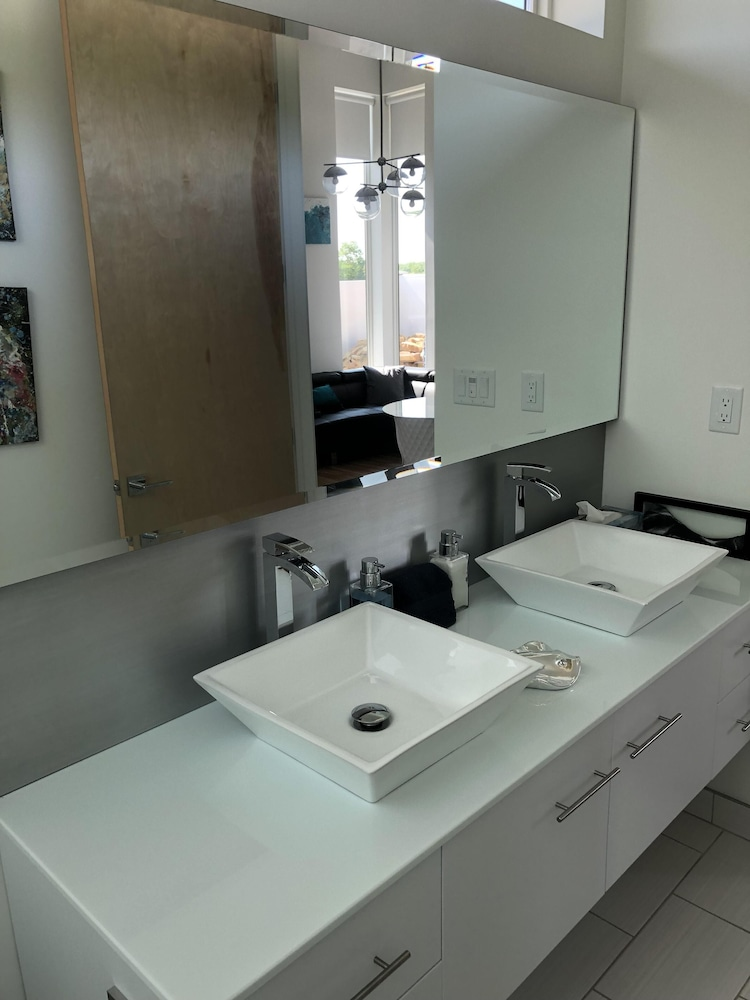 Bathroom, Private Retreat! Luxurious and Modern. Perfect for a Quiet Getaway