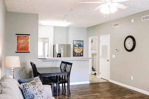 2 Bedroom 2 Bath Condo 0.5 Miles From Jordan-hare 0.6 Miles From Toomer's Corner