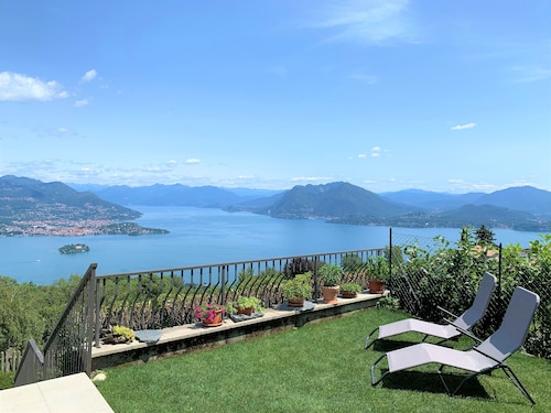 Cozy Cottage, Surrounded by Nature With a Unique View of Lake Maggiore