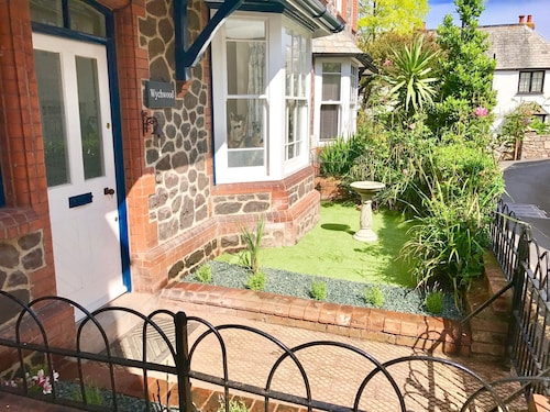 Delightful 4 Bedroom Detached Cottage in the Centre of Porlock Village