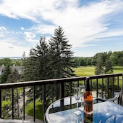 Beautiful Lake View Golf Course Condo