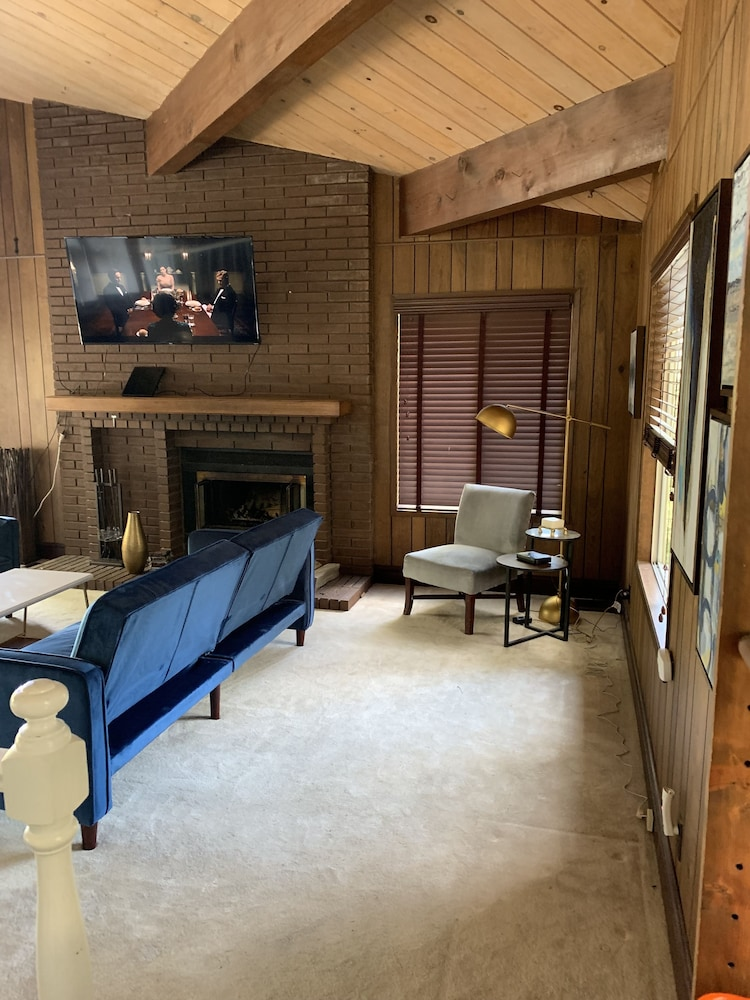 Living Area, Lake View Chalet