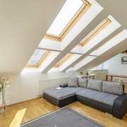 · Light-filled Penthouse / w. Terrace Near Center