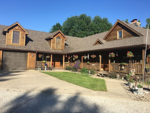 The In-laws Quarters on Beautiful 10 Acres Minutes From Town