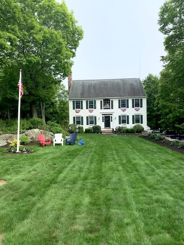 Beautiful Spacious Colonial by Long Beach