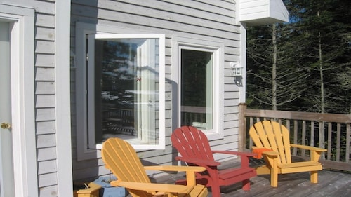 Beautiful Waterfront Home In Chester Basin On The Shores Of Mahone Bay -