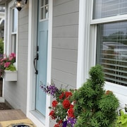 Chic Summer Cottage Minutes From Narragansett Beaches
