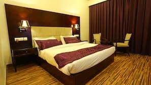 高档床上用品、客房内保险箱、遮光窗帘、熨斗/熨板