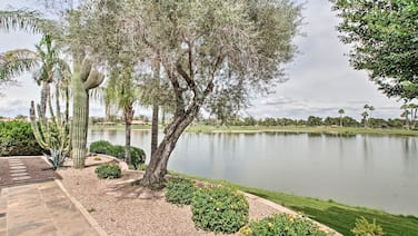 Waterfront View Villa: 5 Mi to Old Town Scottsdale