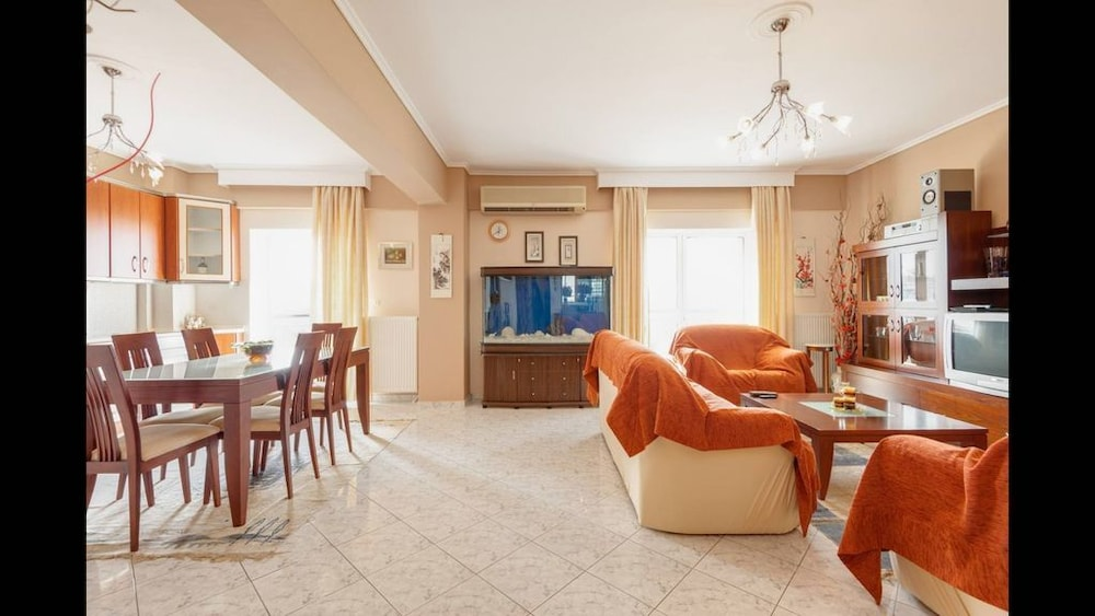 Third Floor Apartment With Nice View In Evosmos Hotel Rates