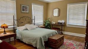 2 bedrooms, desk, laptop workspace, free WiFi