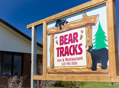Bear Tracks Inn