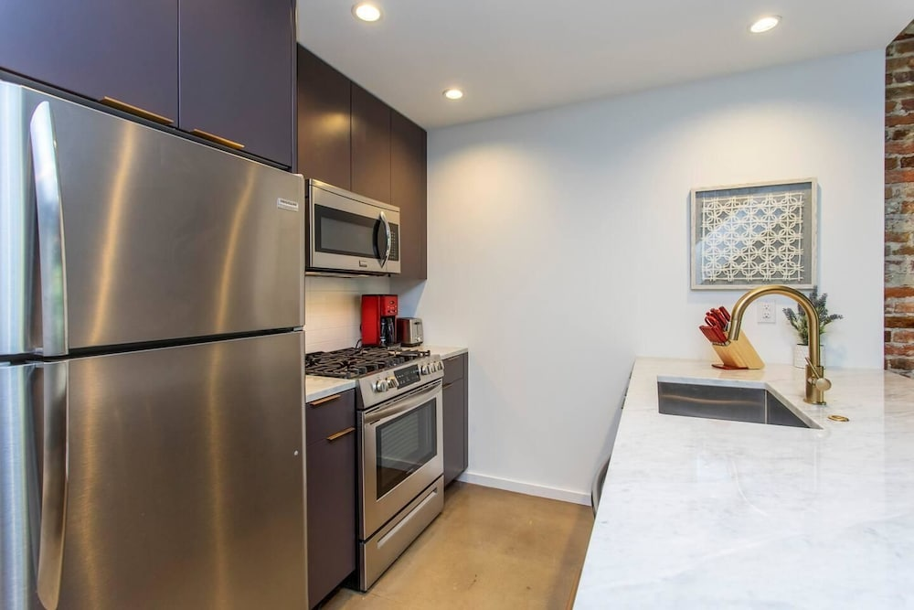 Private Kitchen, Steps From Jefferson - New Boutique Building - Center City