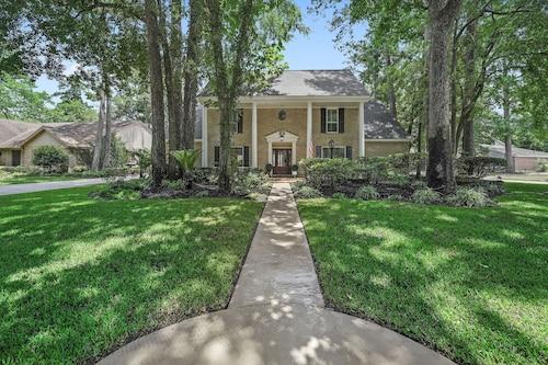 Hotels near Clubs of Kingwood, Lake Houston: Find Cheap $68 Hotel