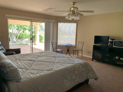 Extraordinary Room w View/pvt Ent. - Snowbird Lease or Summer Specials
