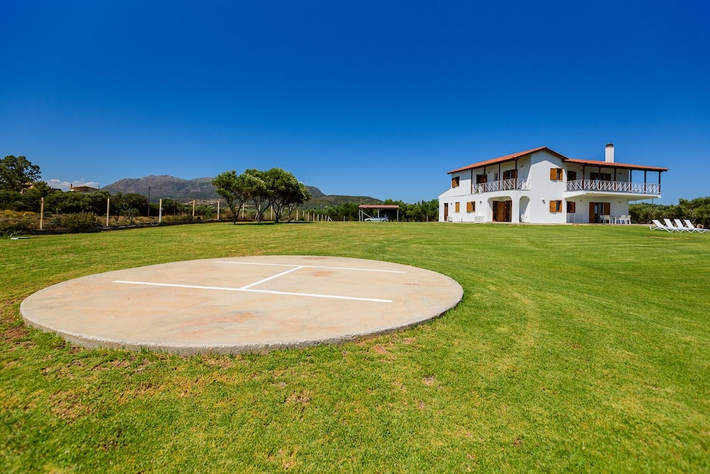 Sport Court, Finisia House Two - Elaia Lakonias