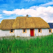 Traditional Irish Thatch Cottage -for a Relaxing, Charming and Tranquil Stay