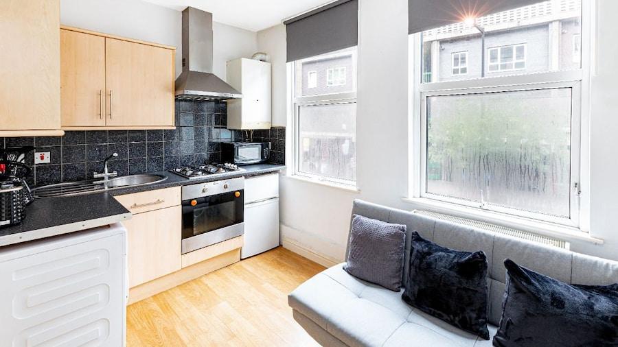Liverpool Street City Apartment