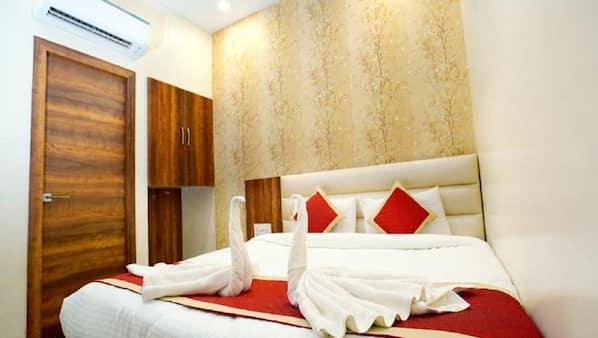 11 bedrooms, premium bedding, individually furnished, desk