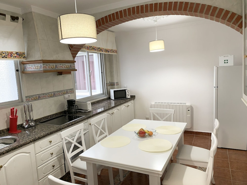 Luxury And Modern Apartment Near Ronda Center 3 Bedrooms 2