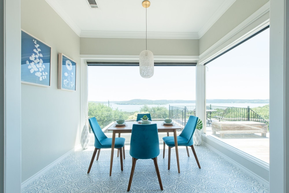 Updated House Overlooking Lake Travis In Austin   Hotel ...