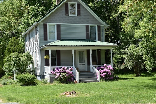 Scenic Cayuga Lake Myers Park -easy Access to Cayuga Lake, Park & Boat Launches