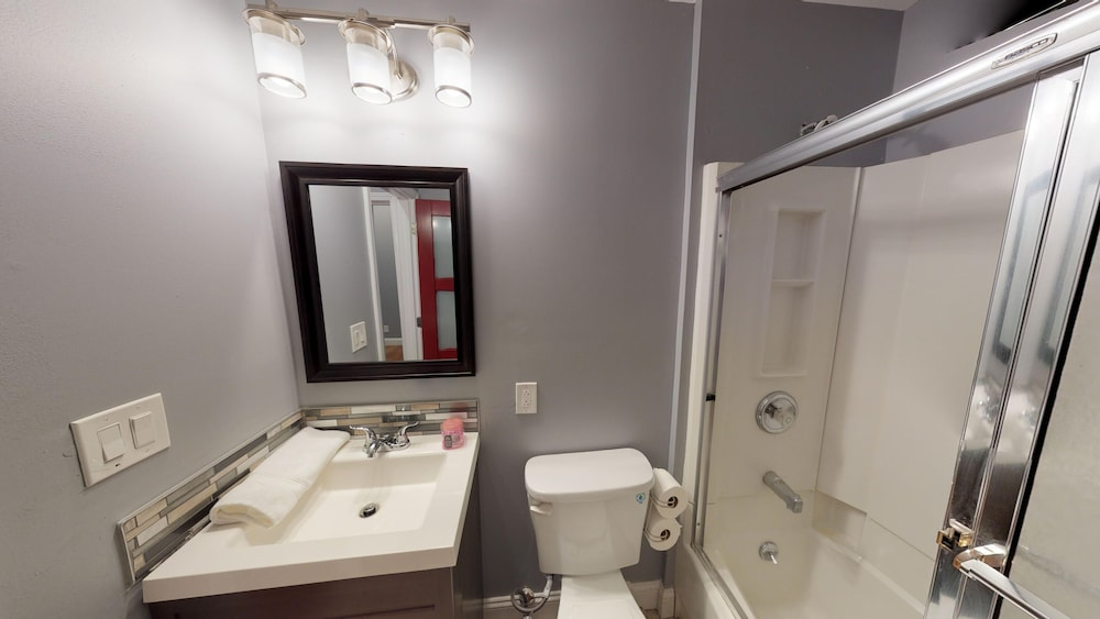 Bathroom, Luxury Townhouse in the Heart of all the Action in Historic Soulard