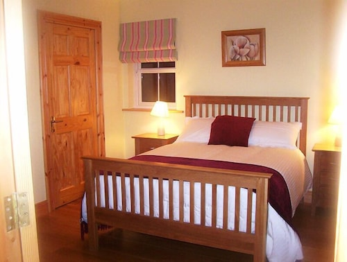 Room, Millstone Cottages