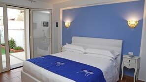 1 camera, una cassaforte in camera, tende oscuranti, insonorizzazione