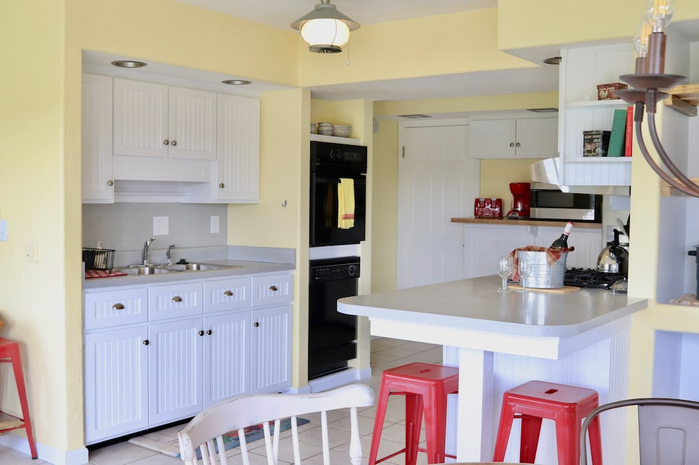 Private Kitchen, The Sundae Cottage - A Missouri Sweet Spot , Beautiful Views, Secluded ?