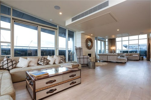 Luxurious Penthouse With a Beautifully Landscaped Terrace
