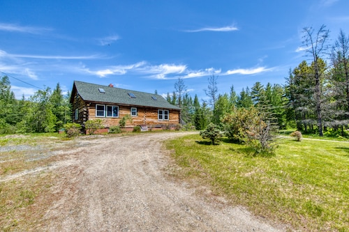 Beautiful log Home w/ Patio - Perfect for Outdoor Enthusiasts, Dogs OK!