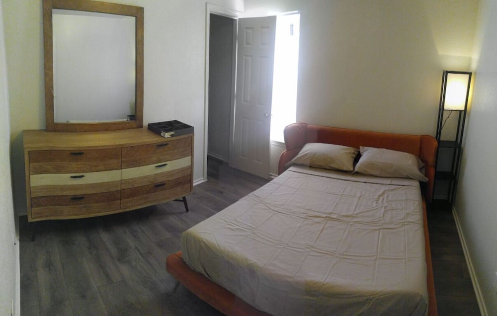 Room, Affordable Poshly Furnished Apartment