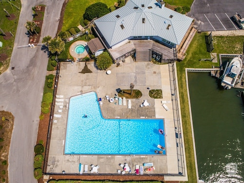 Oceanfront Condo- Wifi, Pool, Boat Ramp & Dock