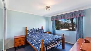 2 bedrooms, iron/ironing board