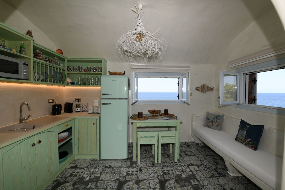 Private Kitchen, Starlight Luxury Seaside Villa & Suites