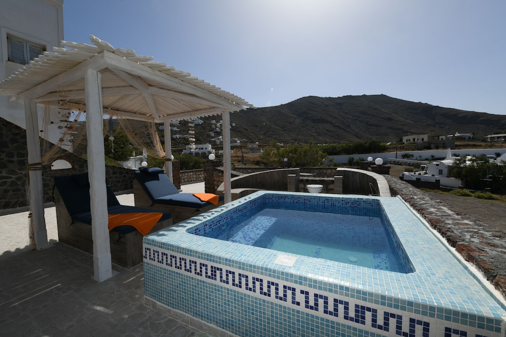 Outdoor Spa Tub, Starlight Luxury Seaside Villa & Suites