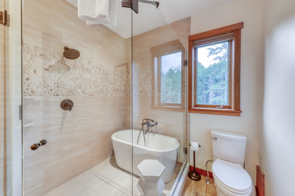 Bathroom, Stunning Home w/ Moore Reservoir Views and Private Sunroom