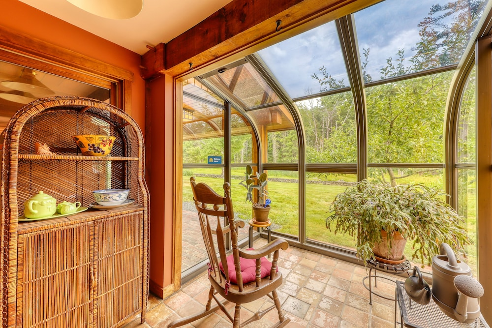 Room, Stunning Home w/ Moore Reservoir Views and Private Sunroom