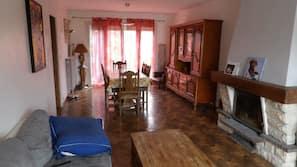 Télévision, cheminée