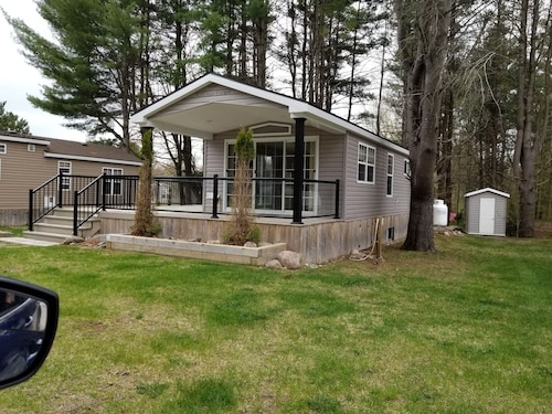Cottage Living, Resort Lifestyle Setting, Perfect for Family of 4-6 With a dog