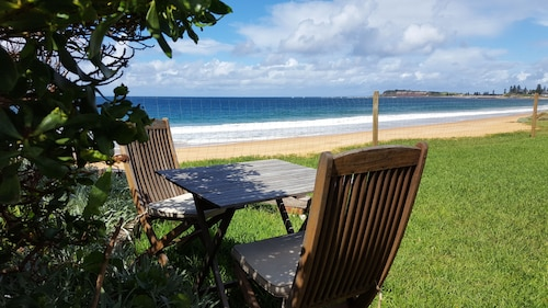 Absolute Beachfront 1BR Getaway Apartment - Private Garden