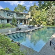 Magnificent Mini-estate 45min to nyc