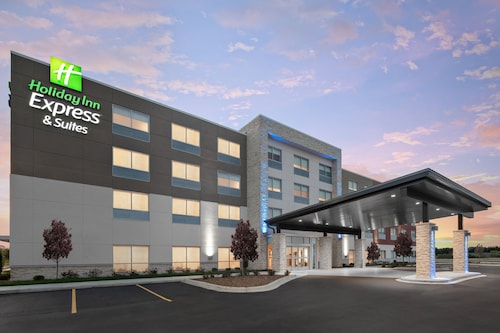 Holiday Inn Express & Suites Elkhorn - Lake Geneva Area, an IHG Hotel